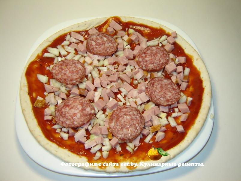 Пицца с колбасой помидорами и перцем рецепт пошагово