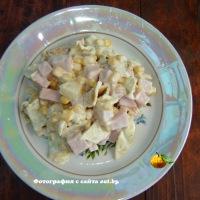 Салат из ананасов и ветчины