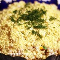Салат с кальмаром и сухариками
