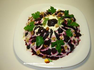 Салат с черносливом и говядиной Гренадер