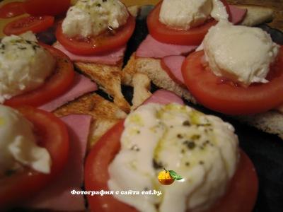 Бутерброды с томатом, моцареллой и базиликом