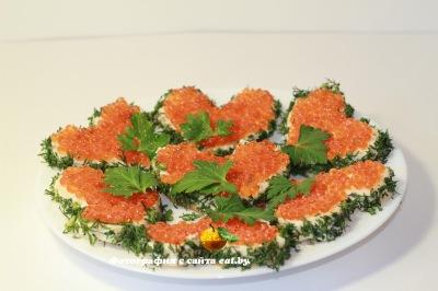 Бутерброды-валентинки с красной икрой