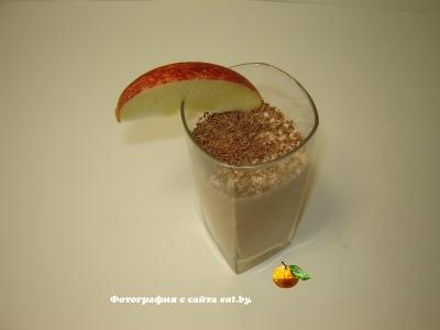 Молочный коктейль с яблоком и морковью