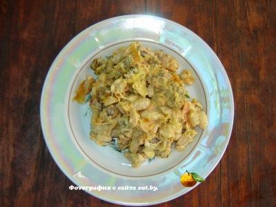фото Салат с колбасой и фасолью
