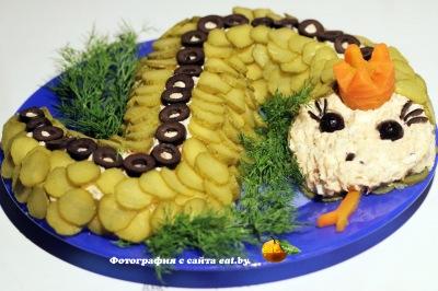 "Новогодний салат ""Змея"""