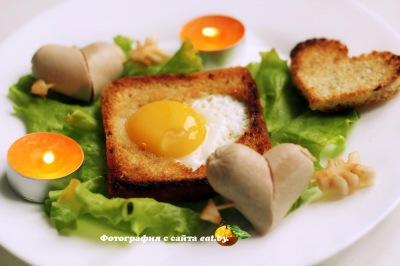 фото Яичница в хлебе ко Дню влюбленных
