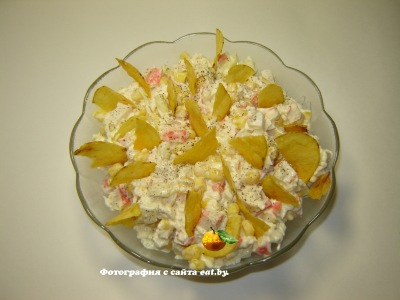 фото Салат с крабовыми палочками и чипсами