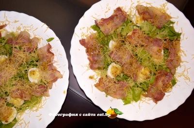 Салат с яйцом и беконом