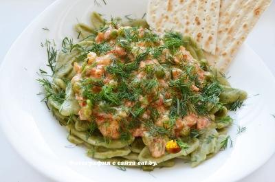 Макароны со шпинатом под овощным соусом
