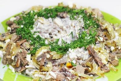 Салат с печенкой и грибами